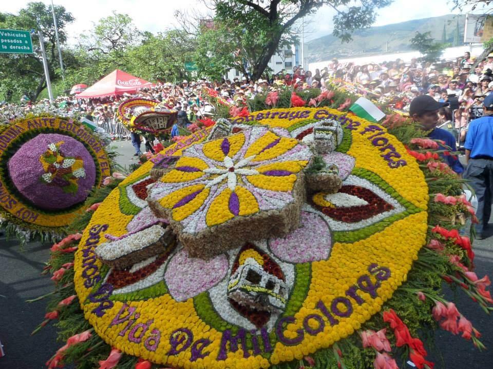 2eaa54a39 Combo Desfile de Silleteros - ColombiAventura